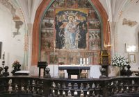 wnętrze kościoła katolickiego